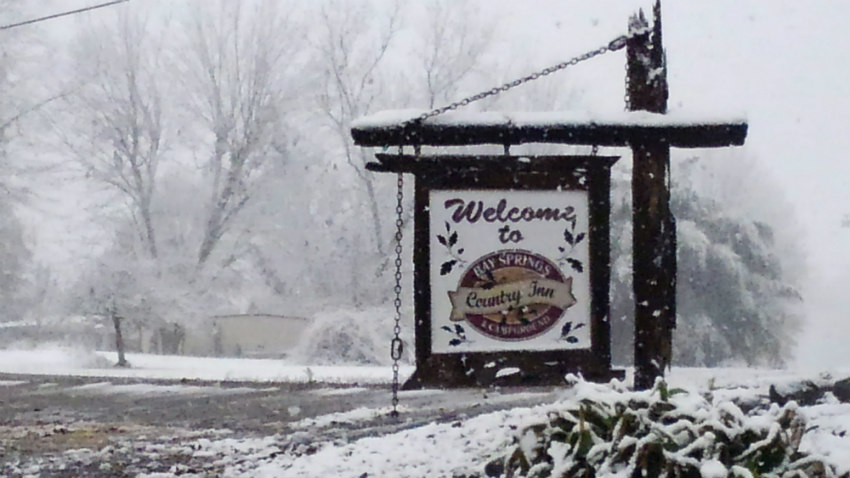 Pictures-Inn-Welcome-To-Bay-Springs-even-in-the-winterRE